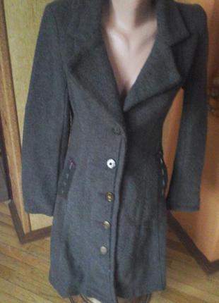 Серое пальто фирмы joe browns