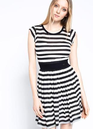 Черно-белое платье в полоску guess