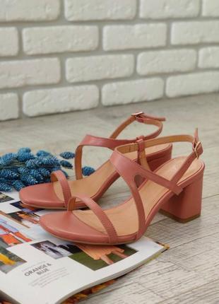 Кожаные туфли на шлейках
