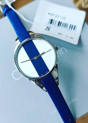 Женские часы на синем кожаном ремешке от calvin klein