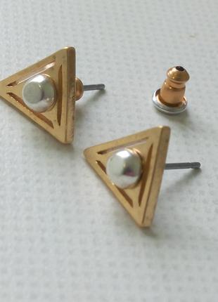 Серьги гвоздики треугольники pilgrim