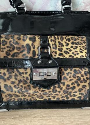 Чёрная лаковая сумка с леопардовым принтом