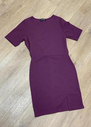 Стильное платье с коротким рукавом
