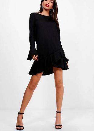 Черное платье с рукавами