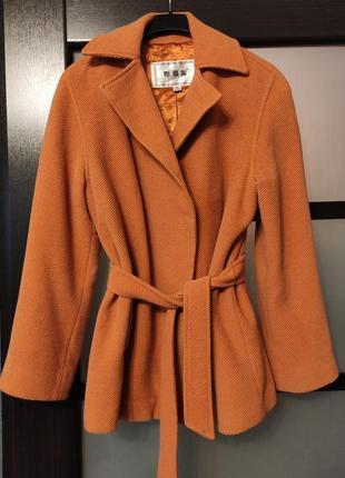 Карамельное пальто с запахом,в составе шерсть 40%