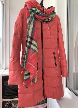 Зимнее пальто лососевого цвета