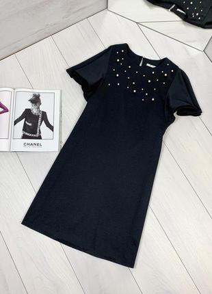 Чёрное платье с жемчугом