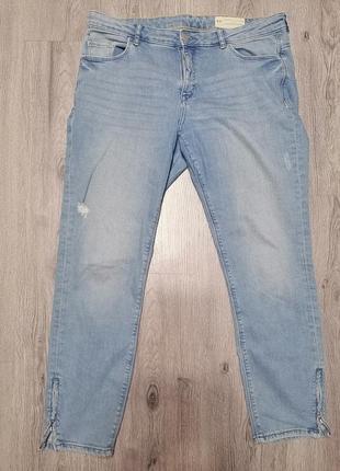Укороченные джинсы с замочками