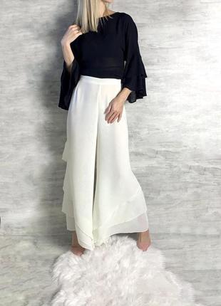 Молочные брюки палаццо со струящиеся ткани