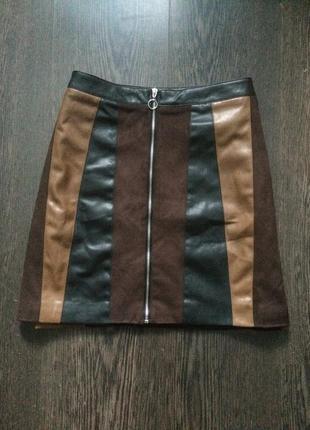 Шикарная короткая юбка на замке stradivarius
