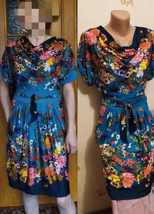 Красивое яркое платье в цветах