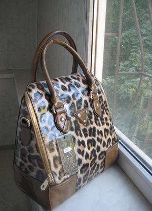 Каркасная лаковая леопардовая сумка