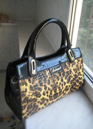 Маленькая лаковая леопардовая  сумочка