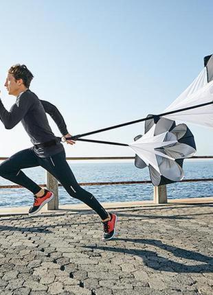 Спортивные ветрозащитные штаны для бега.