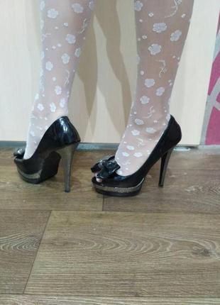 Красивые лаковые туфельки