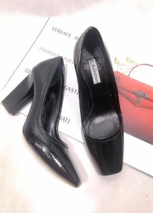 Кожаные черные туфли лаковые квадратный мыс носок