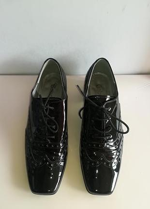 Классические лаковые туфли