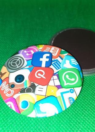 Круглый магнит для знатоков и зависимых от социальных сетей