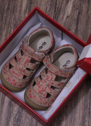 Красивые натуральные кожаные летние туфли босоножки на малышку для первых шагов
