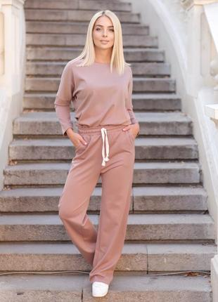 Повседневный костюм женский в городском casual стиле кофейного цвета, широкие брюки трубы