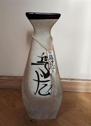 Напольная ваза из керамики с иероглифами