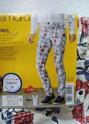 Білі з квітковим принтом джинси , чінос від esmara