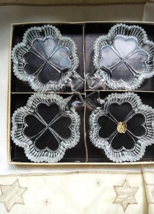 Четыре хрустальные вазочки под икру/варенье в форме клевера. богемия. винтаж.