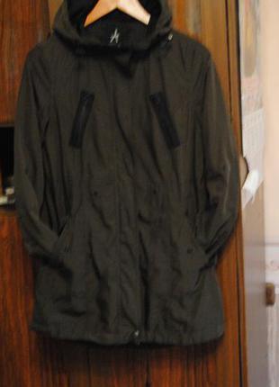 Недорого!!молодежная,классная курточка - плащ. фирменная.