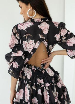 Платье мини с пышной юбкой и открытой спиной