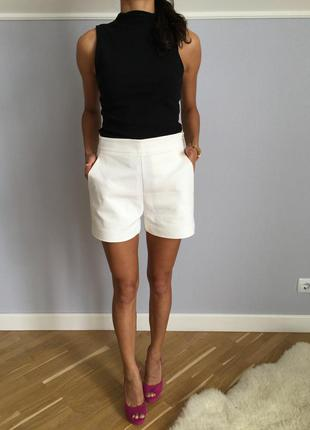Красивенные белые шорты с высокой посадкой новые