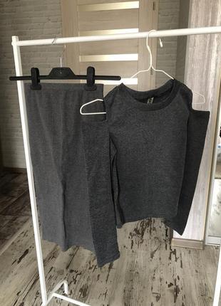 Костюм юбка с вырезом топ с открытыми плечами