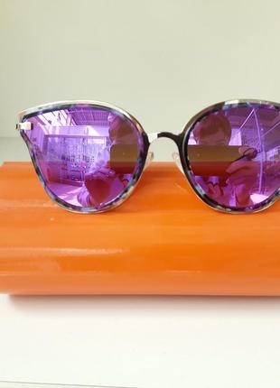 Фирменные женские очки с ув защитой.