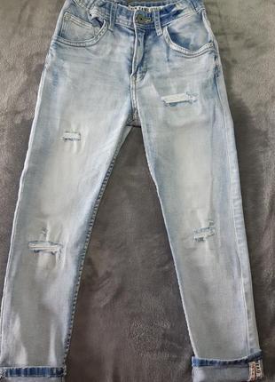 Продам джинсы б.у на мальчика фирмы h&m.