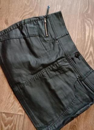 Стильная мини юбка под кожу