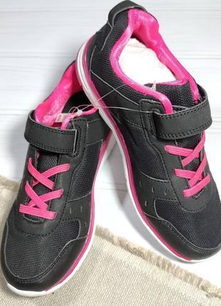 Очень классные кроссовки от немецкого бренда crivit