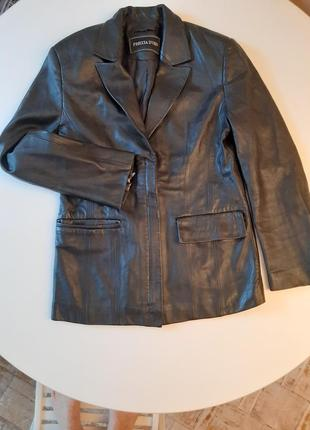 Весенняя кожаная куртка-пиджачок