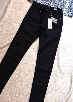 Базовые чёрные джинсы na-kd