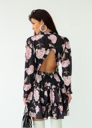 Лёгкое мини платье в цветочный принт с открытой спинкой