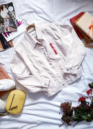 Женская двухцветная джинсовка из плотного денима с карманами фирмы pull&bear