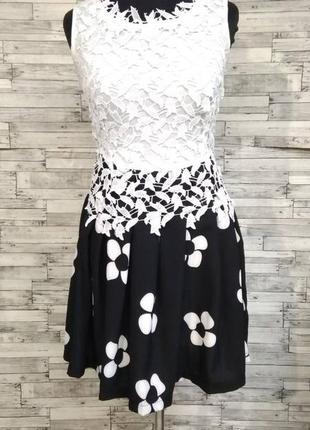 Оригинальное платье с кружевом