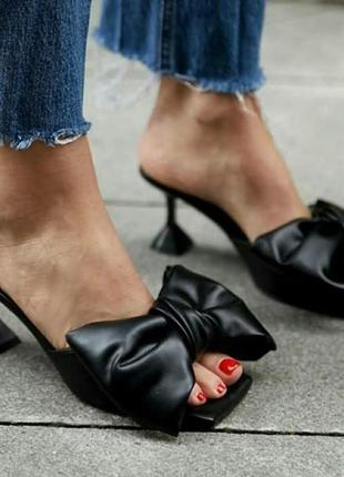 Изящные туфли с открытой пяткой (мюли)