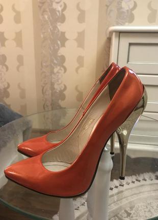 Туфли оранжевые кожаные fellini 38 размер