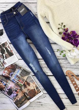 Трендовые джинсы слим-силуэта с дистресс-эффектом  pn2479  missguided