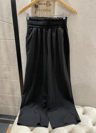 Костюм чёрный с широкими штанами