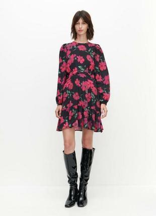 Reserved прекрасное цветочное платье из вискозы