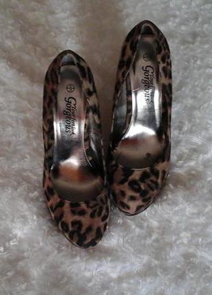 Леопардовые туфли 39р