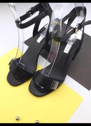 Женские чёрные босоножки блочный каблук