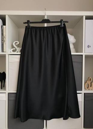 Атласная чёрная юбка бельевом стиле с кружевом