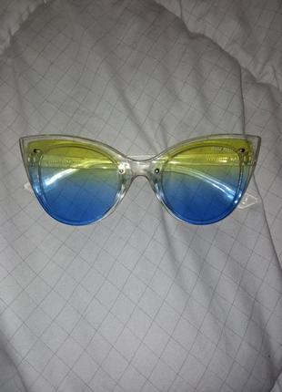 Солнцезащитные очки miu miu якобы в цвета флага прозрачные