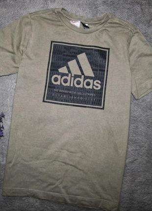 Фирменная футболка adidas для мальчика